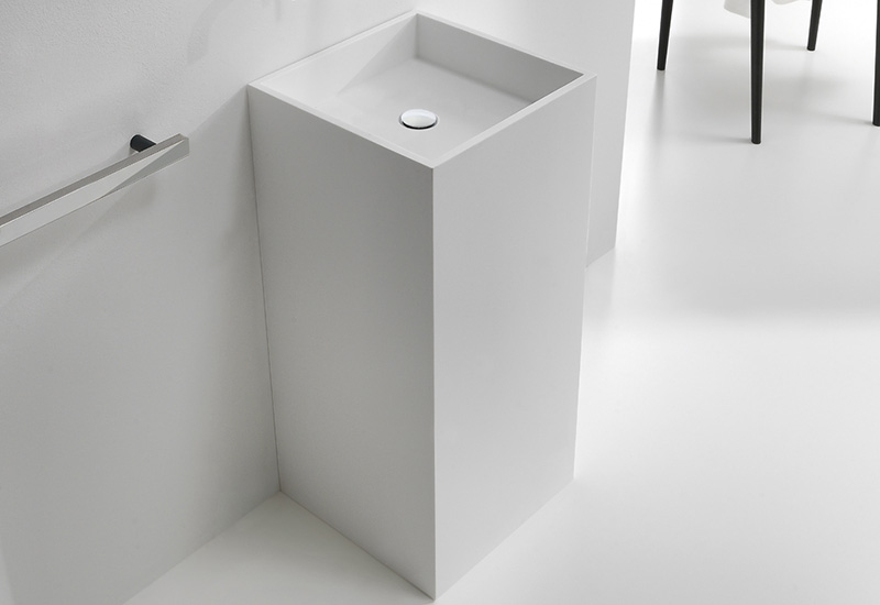 lavabo sur pied monobloc kube thalassor meuble vasque totem en pictures. Black Bedroom Furniture Sets. Home Design Ideas